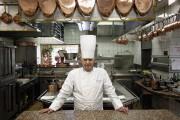 Le chef Paul Bocuse dans la cuisine de... (PHOTO LAURENT CIPRIANI, ARCHIVES ASSOCIATED PRESS) - image 1.0