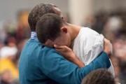 Ilies,15 ans, pleure la mort de son père,... (PhotoPaul Chiasson, archives La Presse canadienne) - image 1.0