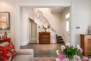 L'escalier n'a pas eu besoin d'être modifié:des artisans... (Photo fournie par Engel&Völkers) - image 2.0