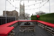 Sur le toit du bâtiment, une terrasse quatre... (Photo Robert Skinner, La Presse) - image 3.0