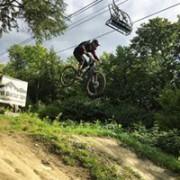 Maxence Parrot s'éclate en vélo de montagne, en... (Photo tirée de Facebook) - image 2.0