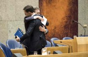 Mark Rutte a pris Halbe Zijlstra dans ses... (AFP) - image 2.0