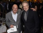Leproducteur Arnon Milchan en compagnie de Warren Beatty... (AP) - image 2.0
