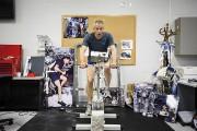 L'astronaute s'exerce sur une réplique du vélo d'entraînement... (Photo Édouard Plante-Fréchette, La Presse) - image 4.0