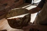 L'étal se singularise par la présence de pains... (Photo Patrick Sanfaçon, La Presse) - image 1.1