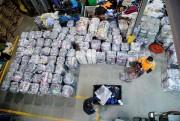 Des tonnes de vêtements triés et regroupés par... (PHOTO ALAIN ROBERGE, LA PRESSE) - image 1.0