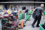 Un chariot de vêtements pour enfants de seconde... (PHOTO ALAIN ROBERGE, LA PRESSE) - image 1.1