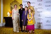 La famille Trudeau en compagnie de la vedette... (PHOTO SEAN KILPATRICK, LA PRESSE CANADIENNE) - image 1.1
