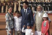 Toute la famille Trudeau a été accueillie vendredi... (Manish Swarup, AP) - image 1.0
