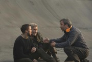 Denis Villeneuve (à droite) dirige Ryan Gosling et Harrison Ford... (Photo fournie par Alcon Entertainment) - image 1.1