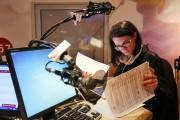 Dès 4h30, Marie-Ève Janvier arrive à Rythme FM... (PHOTO ROBERT SKINNER, LA PRESSE) - image 3.0