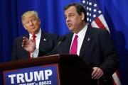 Chris Christie adresse la foule lors d'un rallye... (AP) - image 2.0