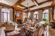 Un grand salon lumineux, avec de nombreuses fenêtres,... (Photo fournie par Sotheby's) - image 1.1