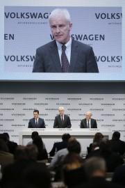 Matthias Müeller, au centre, avec le chef de... - image 1.0