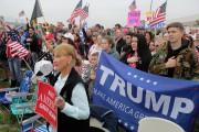 Des partisans de Donald Trump sont venus apporter... (AFP) - image 2.0