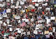 Des milliers d'élèves marchaient mercredi vers le Capitole.... (AP) - image 3.0