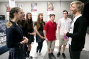 Jono Lancaster a rencontré des élèves de l'école... (Photo François Roy, La Presse) - image 2.0