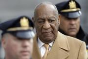Bill Cosby à sa sortie de cour, jeudi.... (AP) - image 2.0