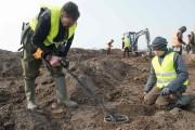 L'enfant de 13 ans et l'archéologue amateur ont... (AFP) - image 1.0