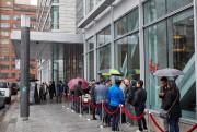Les premiers acheteurs se sont présentés dès 7h30,... (PHOTO MAXIME JUNEAU/APMJ, FOURNIE PAR DEVMcGILL) - image 1.1