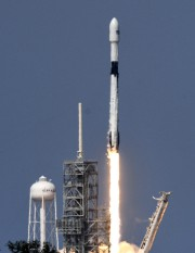 La Falcon 9 Block 5 au décollage.... (Photo AP) - image 2.0