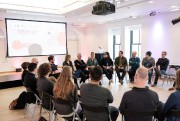 Des participants aux ateliers de VR: RV Montréal-Berlin... (PHOTO FOURNIE PAR VIVIEN GAUMAND) - image 2.0
