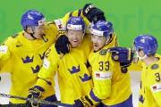 Patric Hornqvist (deuxième à gauche) a porté la... (PHOTO PETR DAVID JOSEK, ASSOCIATED PRESS) - image 2.0