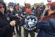 Les manifestants pro-immigration ne veulent pas que les... (PHOTO ROBERT SKINNER, LA PRESSE) - image 1.1