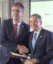 Eli Cohen etFrançois-Philippe Champagne lors d'une conférence de... (PC) - image 2.0