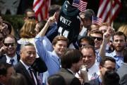 Des partisans des Eagles ont participé à la... (AP) - image 2.0