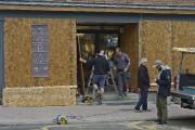 Un magasin de la rueSaint-Jean placarde ses portes... (PHOTO LE SOLEIL) - image 2.0