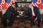 Kim Jong-un et Donald Trump se sont serré... (PHOTO EVAN VUCCI, ARCHIVES ASSOCIATED PRESS) - image 2.0