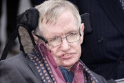 Stephen Hawking, photographié en 2015.... (Joel Ryan, Invision via AP) - image 1.0