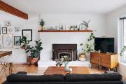 Le foyer peint blanc devient canevas et met... (Photo : Sylvie Li) - image 4.0