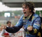 Fernando Alonso célébrant son premier sacre en F1,... - image 5.0