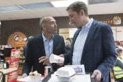 Richard Martel (à gauche) était accompagé du chef... (PC) - image 2.0