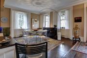 La cuisine est ouverte sur la salle à... (Photo fournie par Royal LePage Village et Paul Charbonneau) - image 3.0