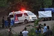 Les jeunes rescapés ont été transportés par ambulance.... (AFP) - image 1.0