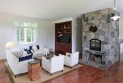 Un foyer au bois, surmonté d'une peluche originale,... (Photo RobertSkinner, La Presse) - image 3.0