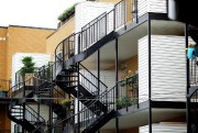 Les planchers de balcons et terrasses sont exposés... (Photo Sarah Mongeau-Birkett, Archives La Presse) - image 2.0