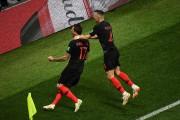 Mario Mandzukic et Ivan Perisic célèbrent le but... (AFP) - image 2.0