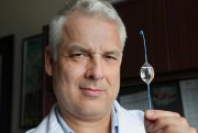 Le DrAndrew Beckett està l'origine de l'implantation au... (Photo Robert Skinner, La Presse) - image 1.0