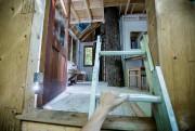 Bienvenue dans la spacieuse cabane conçue par Camille... (PHOTO ALAIN ROBERGE, LA PRESSE) - image 1.0