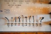 À la Kahnawake Brewing Co., clés, marteaux et... (Photo Martin Chamberland, La Presse) - image 1.1