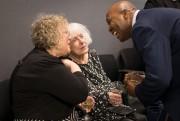 Madeleine Arbour en conversation lors de la cérémonie... (Photo Olivier Jean, La Presse) - image 1.0