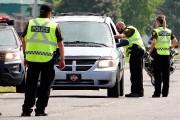 Les autorités passaient au crible chaque véhicule et... (PHOTO BERNARD BRAULT, LA PRESSE) - image 1.0