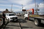 Des véhicules de récupération d'aéronefs sont garés sur... (AFP) - image 2.0