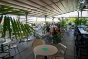 Prendre un cocktail sur la terrasse du Perché... (Photo André Pichette, La Presse) - image 3.0