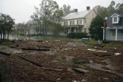 Des débris recouvrent une rue du centre-ville de... (Photo Chris Seward, Associated Press) - image 1.1