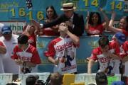 En juillet dernier, le légendaire Joey Chestnut a... (Photo archives Reuters) - image 2.0